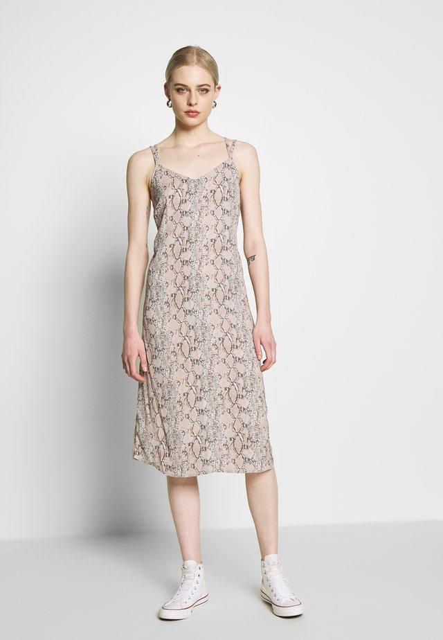 STRAPPY - Korte jurk - tan