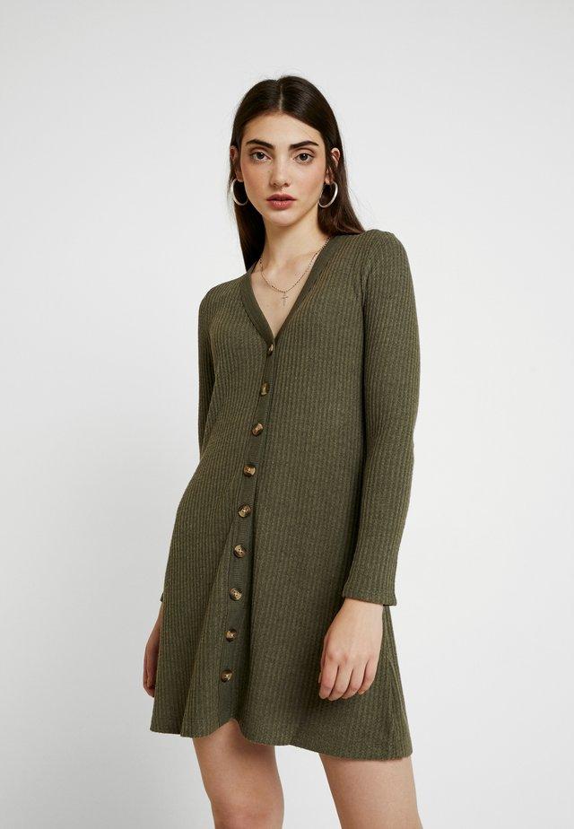 BUTTON THROUGH WAFFLE DRESS - Gebreide jurk - olive