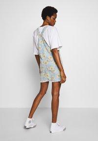 American Eagle - SUNFLOWER SKIRTALL - Denimové šaty - floral - 2