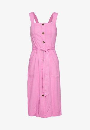 WIDE STRAP UTILITY MIDI - Korte jurk - pink
