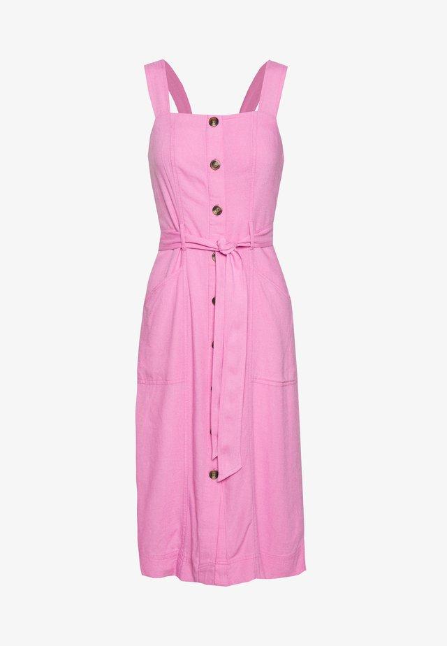 WIDE STRAP UTILITY MIDI - Sukienka koszulowa - pink