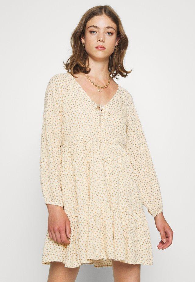 LONG SLEEVE BABYDOLL LINED - Sukienka letnia - white