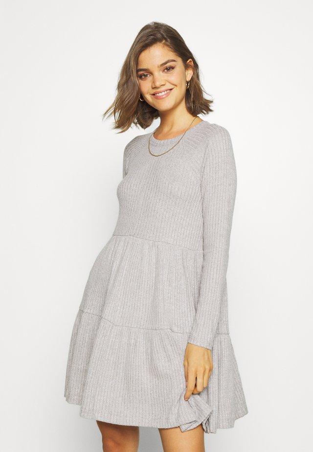 TIERED BABYDOLL PLUSH DRESS - Kjole - haze grey
