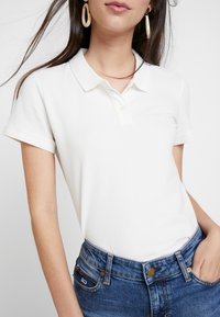 American Eagle - SOLIDS - Polo shirt - natural white - 5