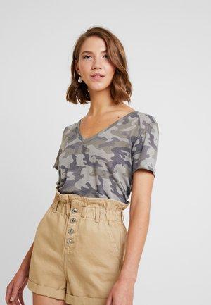 FAVORITE TEE CAMO - T-shirt z nadrukiem - olive