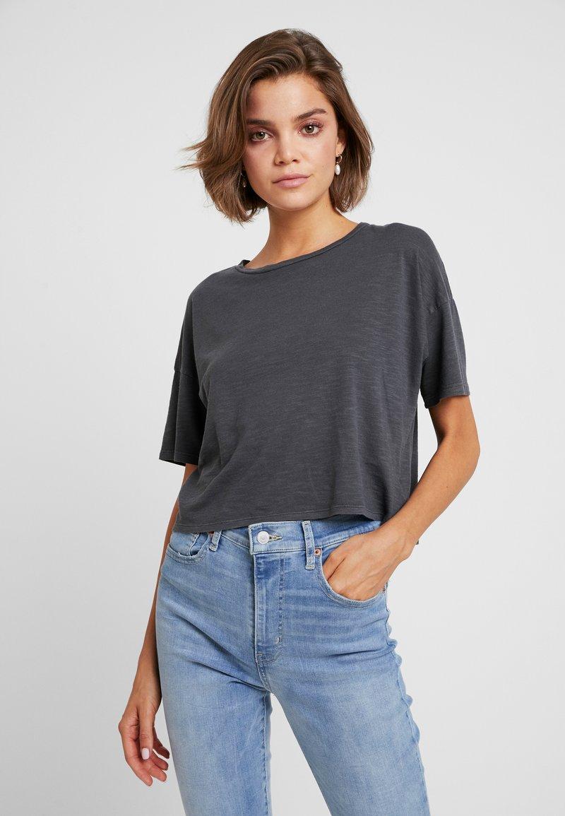 American Eagle - BOXY CROP TEE WASH - T-shirts - light gray