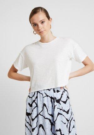 BOXY CROP TEE - T-shirts - natural white