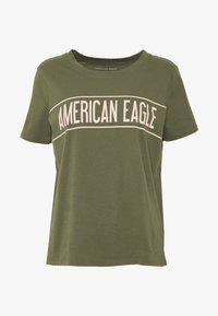 American Eagle - BRANDED HOT STORE TEE - Triko spotiskem - green - 4