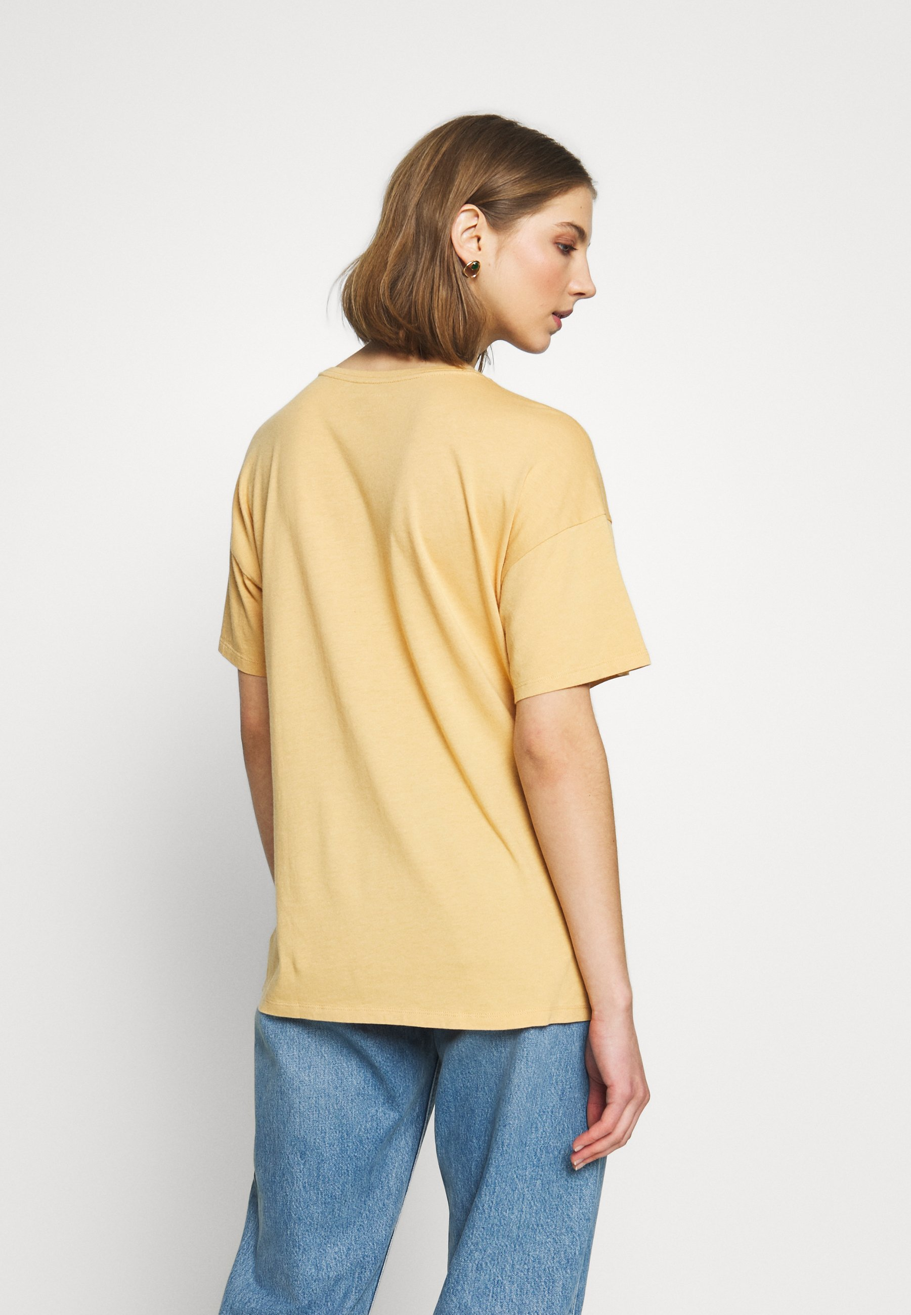 American Eagle OVERSIZED TEE - T-shirts med print - golden