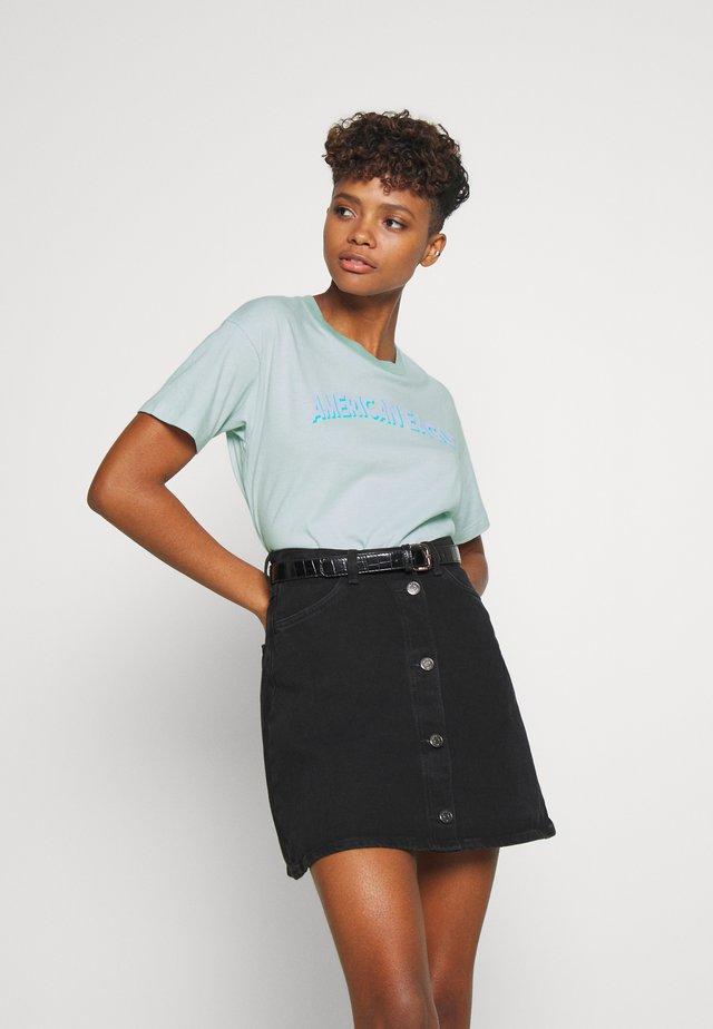 BRANDED MICKEY TEE - T-shirt z nadrukiem - light blue
