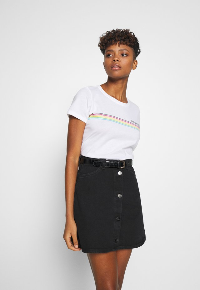 CHEST STRIPE CLASSIC TEE - T-Shirt print - white
