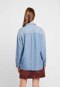 American Eagle - BUTTON DOWN - Button-down blouse - blue denim - 2