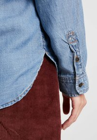 American Eagle - BUTTON DOWN - Button-down blouse - blue denim - 5