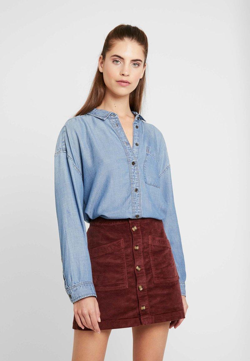 American Eagle - BUTTON DOWN - Button-down blouse - blue denim