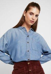American Eagle - BUTTON DOWN - Button-down blouse - blue denim - 3