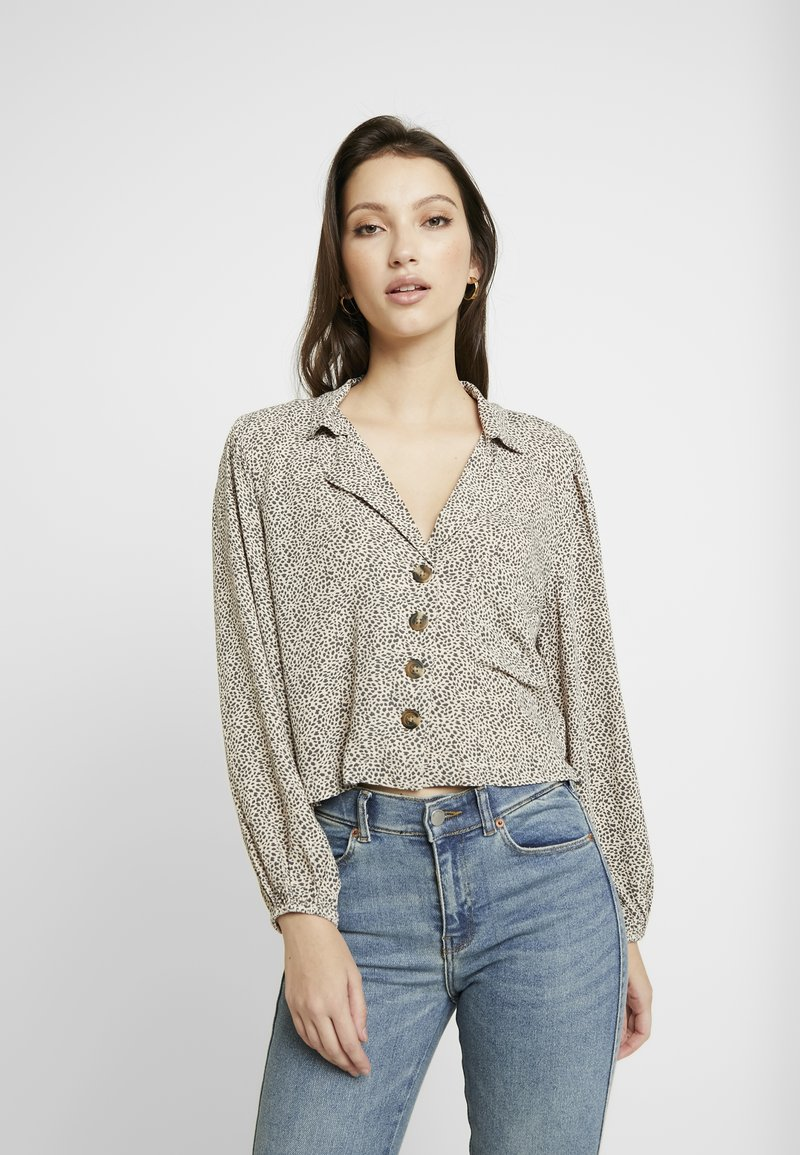 American Eagle - CROP LAPEL - Button-down blouse - tan