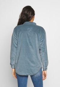 American Eagle - CORE LINED PLUSH - Camisa - blue - 2