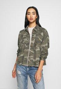 American Eagle - CORE CUTCROP MILTARY SHACKET - Button-down blouse - green - 0