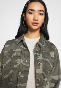American Eagle - CORE CUTCROP MILTARY SHACKET - Button-down blouse - green - 4