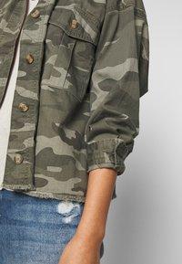 American Eagle - CORE CUTCROP MILTARY SHACKET - Button-down blouse - green - 6