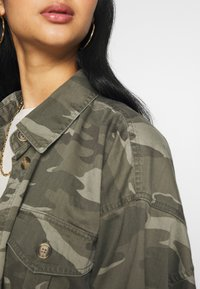 American Eagle - CORE CUTCROP MILTARY SHACKET - Button-down blouse - green - 3