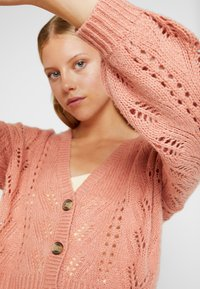 American Eagle - POINTELLE STITCH BUTTON FRONT CARDIGAN - Gilet - peach - 4