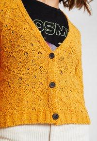 American Eagle - CROPPED FEMME STITCH CARDIGAN - Cardigan - mustard - 5