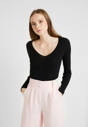 V-NECK CROPPED - Stickad tröja - black