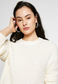 American Eagle - SLOUCHY CROPPED CABLE - Maglione - cream
