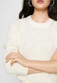 American Eagle - SLOUCHY CROPPED CABLE - Maglione - cream - 5