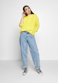American Eagle - SLOUCHY CROPPED CABLE - Strikkegenser - citron - 1