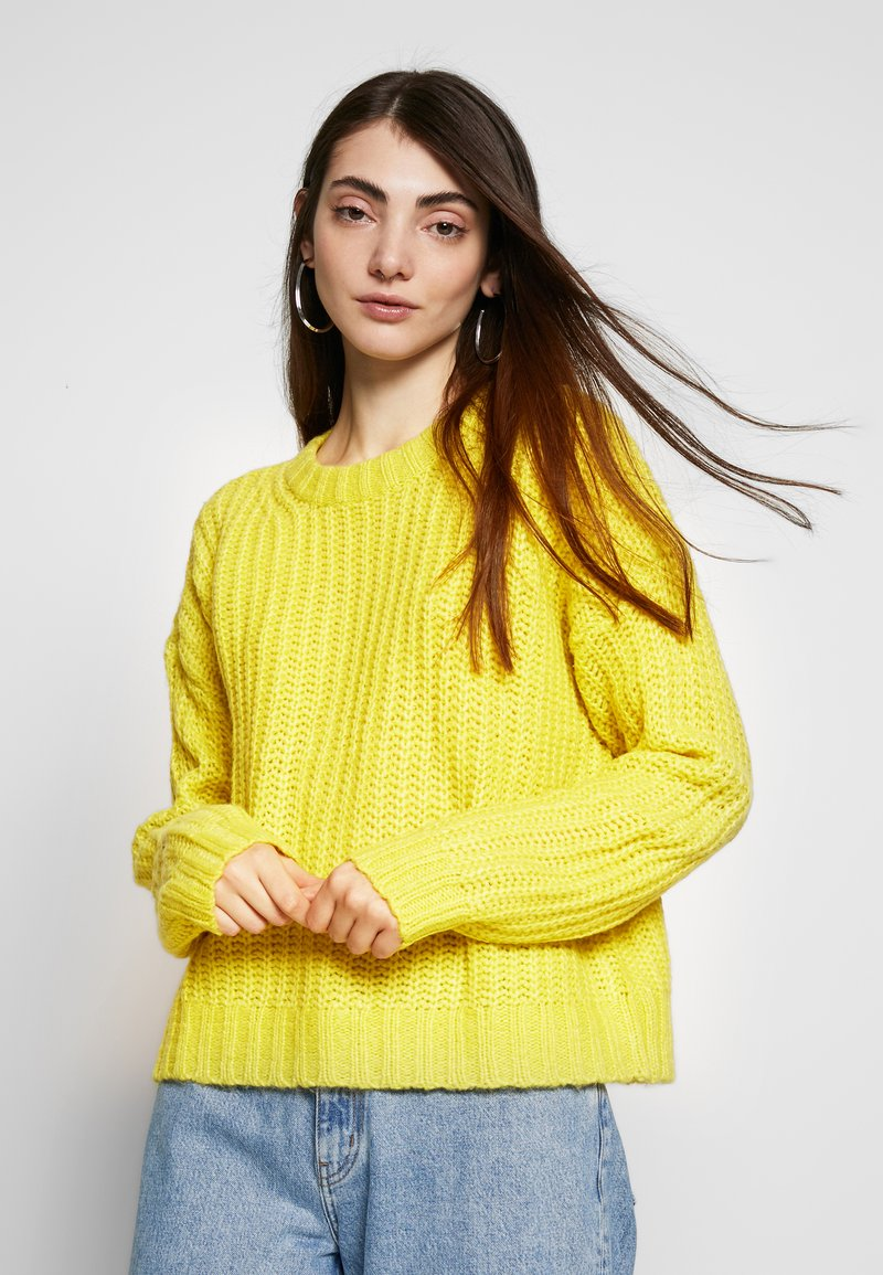 American Eagle - SLOUCHY CROPPED CABLE - Strikkegenser - citron