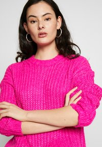 American Eagle - SLOUCHY CROPPED CABLE - Sweter - pink - 3
