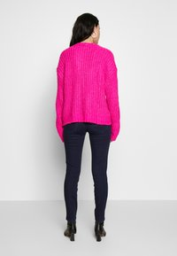 American Eagle - SLOUCHY CROPPED CABLE - Sweter - pink - 2