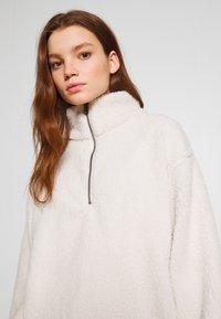 American Eagle - SHERPA QUARTER - Sweatshirt - cream - 3