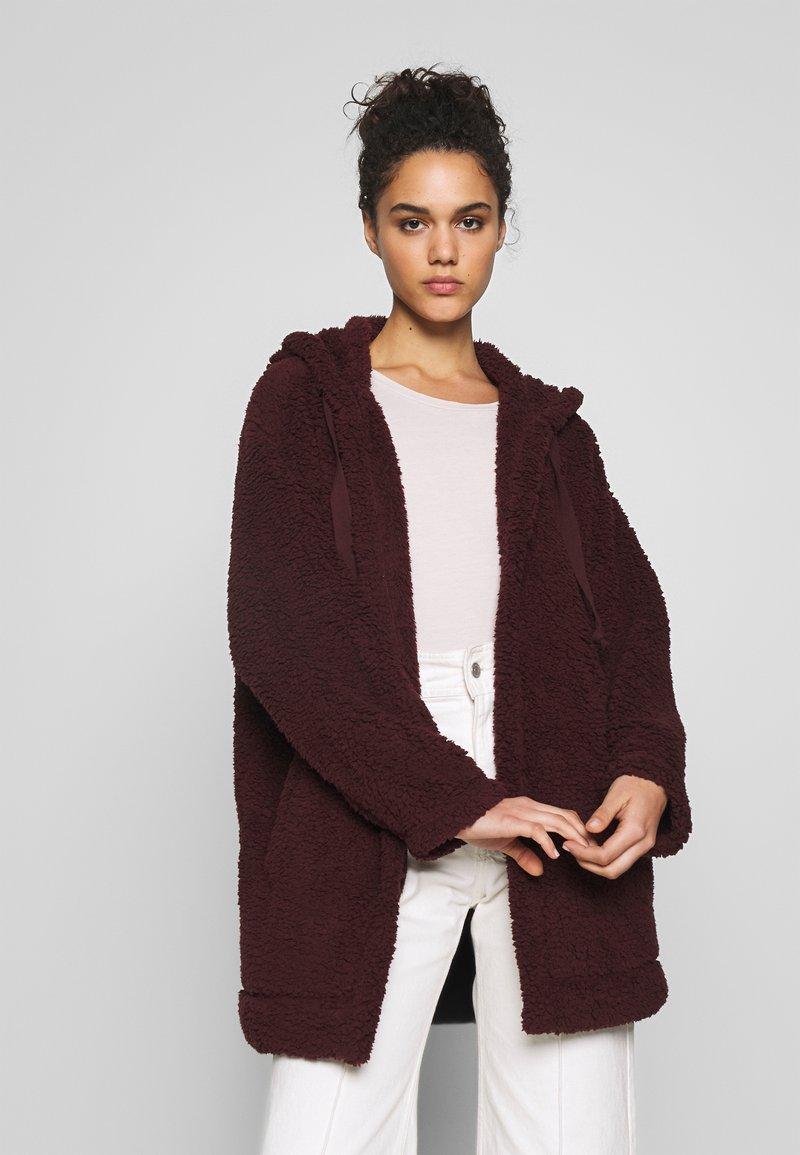 American Eagle - FUZZY HOODED COATIGAN - Light jacket - burgundy