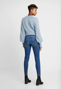 American Eagle - CURVY HI RISE - Jeans Skinny - fresh bright - 2