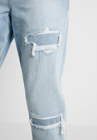 American Eagle - CURVY MOM JEAN - Jeans Relaxed Fit - light repair - 3