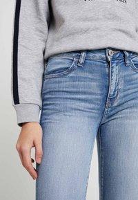 American Eagle - Slim fit jeans - light blue denim - 3