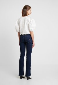 American Eagle - ARTIST - Jean flare - coldwater rinse - 2