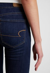 American Eagle - ARTIST - Jean flare - coldwater rinse - 5
