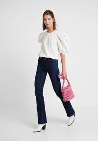 American Eagle - ARTIST - Jean flare - coldwater rinse - 1