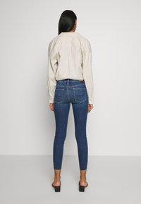 American Eagle - HIGH RISE CROP - Jeans Skinny Fit - medium wash - 2