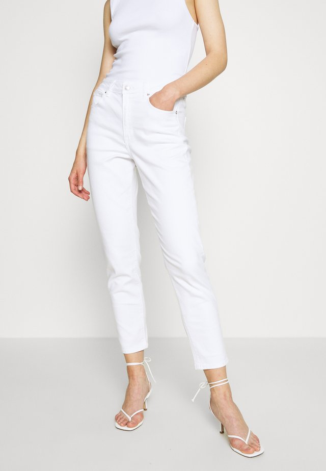 MOM JEAN - Jeans Slim Fit - cool white