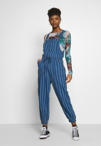 American Eagle - OVERALL SCARY STRIPE - Tuinbroek - blue - 0