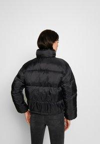 American Eagle - NOVELTY PUFFER JACKET - Zimní bunda - true black - 2