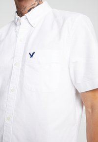 American Eagle - DYED SOLID OXFORD EAGLE - Chemise - new white - 5