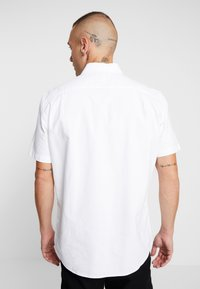 American Eagle - DYED SOLID OXFORD EAGLE - Chemise - new white - 2
