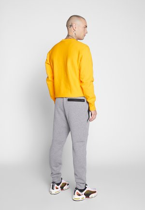 MANCHEGO TAPED  - Tracksuit bottoms - medium heather gray