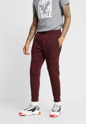 MANCHEGO TAPED  - Teplákové kalhoty - burgundy
